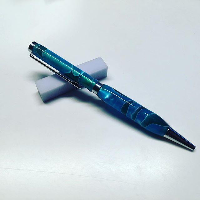 A classic slimline ballpoint pen for daily use #penturning